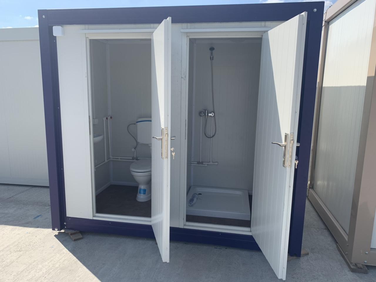 Санитарные блоки, контейнеры и модули в местах скопления людей